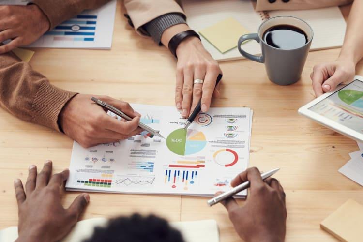 usps employee analysing data